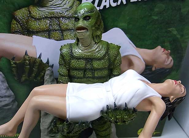 SIDESHOW DIORAMA STATUE CREATURE FROM THE BLACK LAGOON