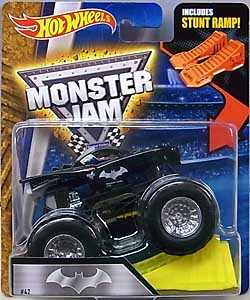 MATTEL HOT WHEELS 1/64スケール 2016 MONSTER JAM BATMOBILE [INCLUDES STUNT RAMP]