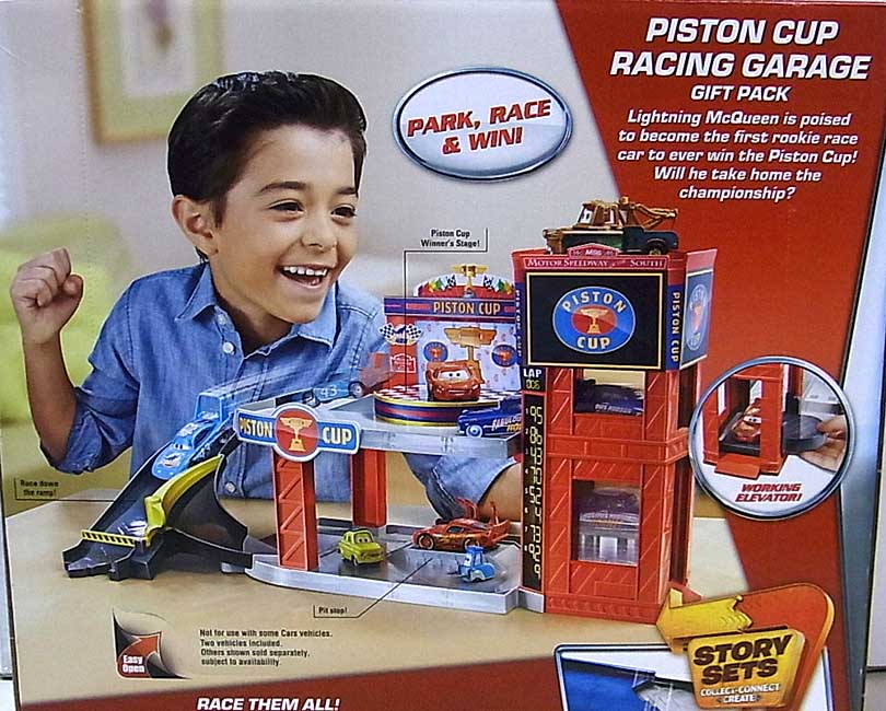 MATTEL CARS 2017 PLAYSET PISTON CUP RACING GARAGE GIFT PACK