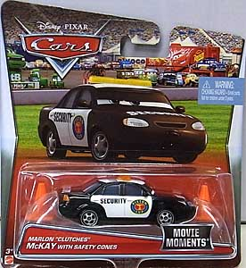 MATTEL CARS 2017 シングル MOVIE MOMENTS MARLON CLUTCHES McKAY WITH SAFETY CONES