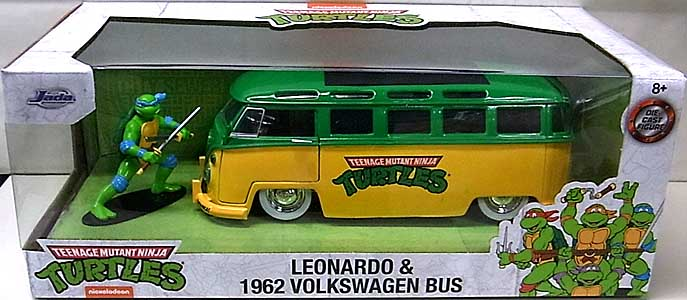JADA TOYS METALS DIE CAST 1/24スケール TEENAGE MUTANT NINJA TURTLES LEONARDO & 1962 VOLKSWAGEN BUS